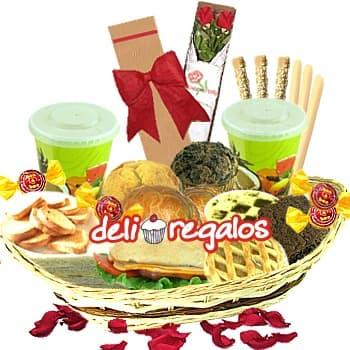 Amor Latino - Codigo:LOS06 - Detalles: Bandeja de Mimbre, 2 Jugos de Frutas, 4 Rosquillas, 1 Caf� Personal, Tartaleta de Manzana, Tartaleta de Suspiro, 10 Tostaditas, 3 Palitos de Queso, 3 Palitos de Ajonjoli, Pan Bimbo especial de Lomito Ahumado, Triple de Jamon Queso y Pollo, Brownie, 4 Bombones, 1 Muffin de Chocolate, 1 Muffin de Naranja, 4 Sachets de Azucar, Tarjeta de Felicitacion, 1 Caja de 2 Rosas., Juego Cubiertos - - Para mayores informes llamenos al Telf: 225-5120 o 4760-753.