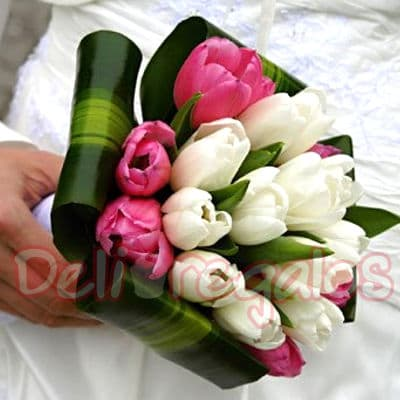 Tortas.com.pe - Bouquet de Tulipanes - Codigo:MAM05 - Detalles: Encantador Bouquet a base de 20 tulipanes en dos tonos de delicados colores, incluye flores de estacion. Este producto se debe ordenar con 48 horas utiles de anticipacion. - - Para mayores informes llamenos al Telf: 225-5120 o 476-0753.