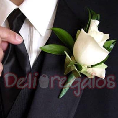 Tortas.com.pe - Botonier deluxe 1 rosa - Codigo:MAM09 - Detalles: Lindo Botonier a base de 1 rosas importada. Este producto se debe ordenar con 48 horas utiles de anticipacion. - - Para mayores informes llamenos al Telf: 225-5120 o 476-0753.