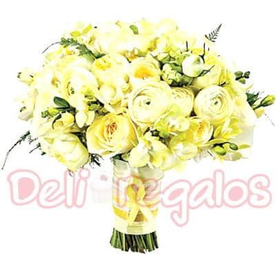 I-quiero.com - Bouquet a base de 20 rosas - Codigo:MAM10 - Detalles: Encantador y elegante bouquet a base de 20 finas rosas importadas color pastes segun image y flores de estacion. Este producto se debe ordenar con 48 horas utiles de anticipacion. - - Para mayores informes llamenos al Telf: 225-5120 o 476-0753.
