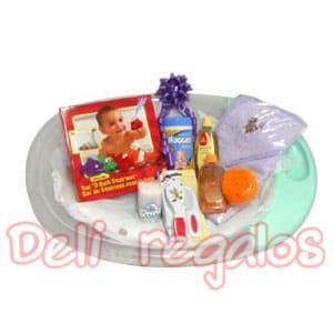 Canasta Bebe 06 - Codigo:MCB05 - Detalles: Set de Ba�o para Beb� -Ni�a Precioso Set para que el beb� disfrute del ba�o viene con: 1 Tina de pl�stico para beb�s, color depende del stock 1 Bolsa de Squirtees para el ba�o (peque�os juguetes en forma de animales especiales para el agua, para que el beb� se divierta mientras se ba�a)  1 Set de peine y cepillo 1 envase de isopos  1 shampoo  1 jab�n l�quido de glicerina y esponja 1 toalla con capuchita 100% algod�n 1 envase de toallitas h�medas. - - Para mayores informes llamenos al Telf: 225-5120 o 4760-753.