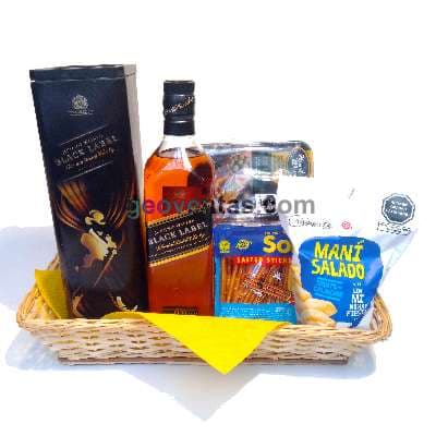 Canasta Balck Label - Codigo:MCE05 - Detalles: Whisky escoces original JW. Black label x 750ml, Bolsa de Pretzels, pack de mani x 250g, aceitunas el olivar. - - Para mayores informes llamenos al Telf: 225-5120 o 4760-753.
