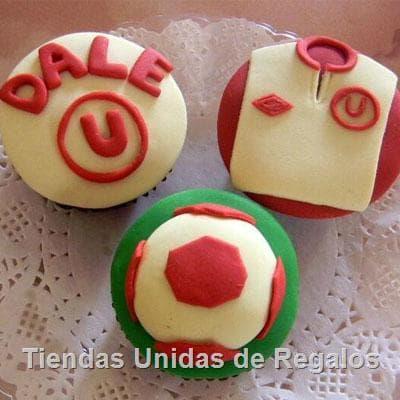 Deliregalos.com - Deliciosos muffins de vainilla, con decoracion en riquisima masa elastica. Incluye decoracion seg�n imagen. El presente viene en una caja de regalo.. - Atendemos 24 horas. Llamar al 225-5120 o via Whatsapp: 980-660044