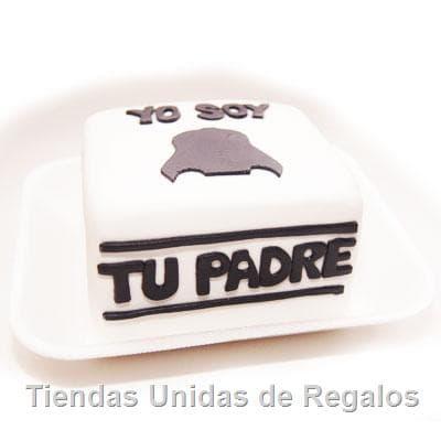 Deliregalos.com - Deliciosa torta de 10x10cm de keke De Vainilla rellena con pasa y frutas, ba�ada con manjar y forrada con masa elastica, incluye dise�o segun imagen. - Atendemos 24 horas. Llamar al 225-5120 o via Whatsapp: 980-660044