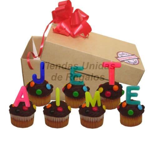 Deliregalos.com - Deliciosos muffin ba�ados de riqu�simo chocolate y grajeas, lleva consigo Letras formando el con texto de