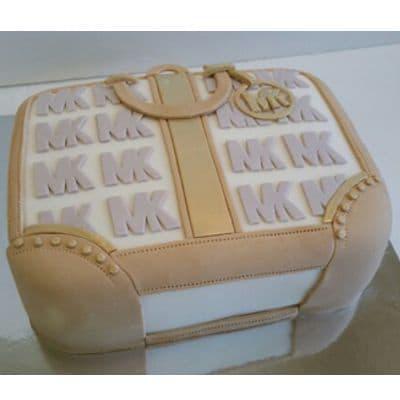 Deliregalos.com - CARTERAS MK03 - Codigo:MMK03 - Detalles: Deliciosa torta de keke De Vainilla  ba�ada con manjar blanco y forrada con masa elastica con medidas de 20 x 20 cm - - Para mayores informes llamenos al Telf: 225-5120 o 476-0753.