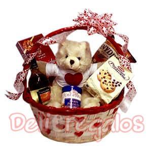 Deliregalos.com - Cesta Sentimientos - Codigo:MNE05 - Detalles: un regalo super lindo para esa persona especial!!! contiene: 1 linda cesta de paja 1 Vino blanco Tacama  1 riqu�simo Chocolate Milky Way 1 estuche de finas galletas 1 manis � PrDe Vainilla 1 bolsa de pretzel de 280 grs. 1 bell�simo osito de peluche segun stock de 15cm de altura I-quiero.com se reserva el derecho de modificar cualquiera de los productos contenidos en esta canasta por otros de igual o mejor calidad segun su disponibilidad de stock.  - - Para mayores informes llamenos al Telf: 225-5120 o 476-0753.