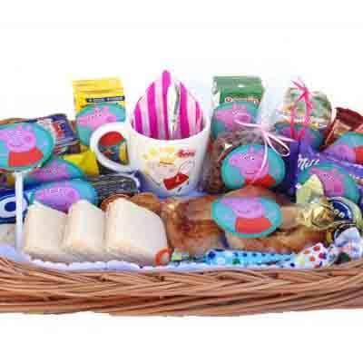 Lafrutita.com - Desayuno ni�a 07 - Codigo:NAS07 - Detalles: Desayuno pepa pig compuesto por 1 taza personalizada, cajita de frugos , 1 cajita chocolatada, 1 galleta oreo, 2 bonobon, 1 borwnie, 1 sandwich de lomito ahumado,  1 triple de pollo jamon y huevo, 1 postre de tartaleta, 3 panecillos, porcion de mantequilla, 1 porcion de mermelada, todo en una cesta,  - - Para mayores informes llamenos al Telf: 225-5120 o 476-0753.