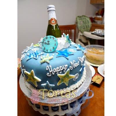 Deliregalos.com - Torta Nuevo 03 - Codigo:NYR03 - Detalles: Delicioso keke De Vainilla ba�ado con manjar blanco y forrado con masa elastica.  Incluye decoracion segun imagen Tama�o:20cm de dimaetro. Incluye espumante queirolo dentro de la torta. - - Para mayores informes llamenos al Telf: 225-5120 o 476-0753.
