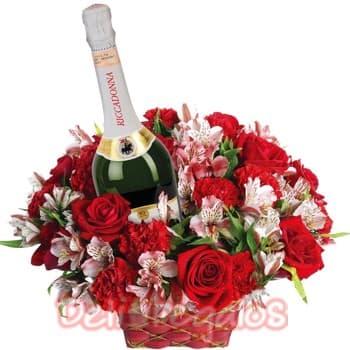 Deliregalos.com - Rosas y Ricadonna - Codigo:OFX01 - Detalles: Exclusivo arreglo floral en base a 11 rosas importadas,y flores de estacion rojas, incluye en el centro botella de Ricadonna Asti de 750ml.  Todo el arreglo floral en una linda cesta de mimbre - - Para mayores informes llamenos al Telf: 225-5120 o 476-0753.