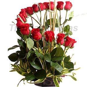 Deliregalos.com - Oferta 03 - Codigo:OFX03 - Detalles: Hermoso arreglo compuesto por 15 rosas importadas, follajes de estacion, todo en una linda base de mimbre, incluye tarjeta de dedicatoria.  - - Para mayores informes llamenos al Telf: 225-5120 o 476-0753.