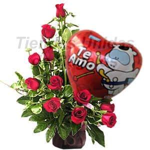 Deliregalos.com - Oferta 04 - Codigo:OFX04 - Detalles: Elegante arreglo compuesto por 12 rosas importadas, coprosma, plantas y follajes de estacion, globo metalico Te Amo, todo en una linda base de mimbre, incluye una tarjeta de dedicatoria. - - Para mayores informes llamenos al Telf: 225-5120 o 476-0753.