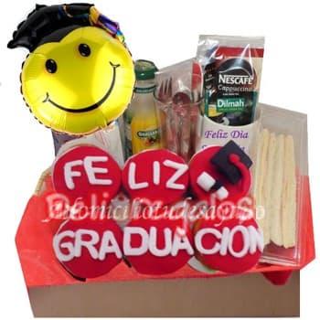 Deliregalos.com - Deayuno Graduado - Codigo:OFX05 - Detalles: Riquisimo desayuno en caja contiendo: Jugo de frutas, sandiwch tiple, 3 palitos de ajonjoli y 6 riquisimos cupcakes con mensaje: FELIZ GRADUACION, incluye cubiertos, tarjeta de dedicatoria, incluye GLOBO de 20cm de diametro - - Para mayores informes llamenos al Telf: 225-5120 o 476-0753.