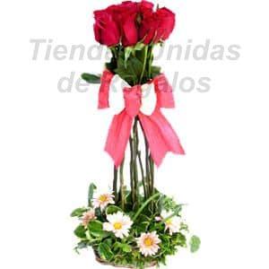 Deliregalos.com - Oferta 07 - Codigo:OFX07 - Detalles: Precio detalle el de un lindo topiario compuesto por 5 rosas importadas, margaritas, follajes de estacion, todo en una base de ceramica, incluye una tarjeta de dedicatoria. - - Para mayores informes llamenos al Telf: 225-5120 o 476-0753.