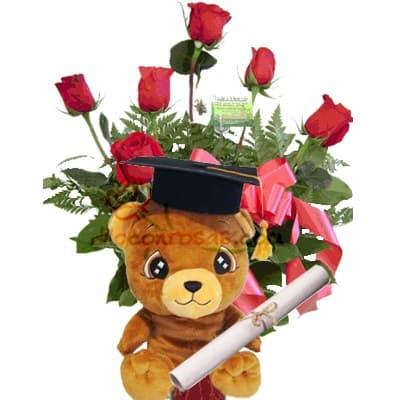 Deliregalos.com - Osito Graduado - Codigo:OFX11 - Detalles: Hermoso arreglo floral a base de 6 rosas importadas en base cer�mica, el presente incluye un peluche graduado con birrete, diploma y dedicatoria.  El peluche es referencial en tama�o grande de 19cm  - - Para mayores informes llamenos al Telf: 225-5120 o 476-0753.
