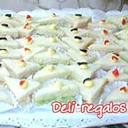 Picada Deliregalos 07 - Codigo:PIC07 - Detalles: 10 minitriples de huevo con aceitunas, 20MiniTriples de jamon con queso en salsa especial, 15 minitriples de pollo con duraznos, 15 MiniTriples con palta y tomate.Incluye CocaCola o IncaCola de 2 Litros. Este producto viene sellado al Vacio para garantizar su frescura e higiene. - - Para mayores informes llamenos al Telf: 225-5120 o 4760-753.