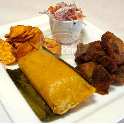 Desayuno Peruano 1 - Codigo:PPP01 - Detalles: Bandeja de madera con patitas conteniendo Jugo de Frutas, mantequilla, mermelada, 6 palitos de ajonjolí, 3 panecillos gourmet, postre Tres leches, riquísimo, ensalada de frutas, porcion de yogurt, porcion de cereal, sándwich de chicharrón en pan Pan Bimbo Especial,, lindo peluche de 17cm segun stock, todo el regalo viene con tarjeta de dedicatoria, cubiertos y servilleta.  - - Para mayores informes llamenos al Telf: 225-5120 o 4760-753.
