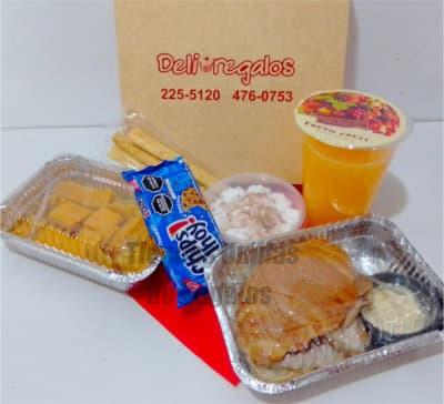 Deliregalos.com - Desayuno Peruano 4 - Codigo:PPP04 - Detalles: Cajita de regalo conteniendo, porci�n de tamal, palitos de ajonjol�, jugo de frutas, tartaleta de lim�n, panecillos gourmet x 10 unidades, tarjeta de dedicatoria, cubiertos y servilleta. - - Para mayores informes llamenos al Telf: 225-5120 o 476-0753.