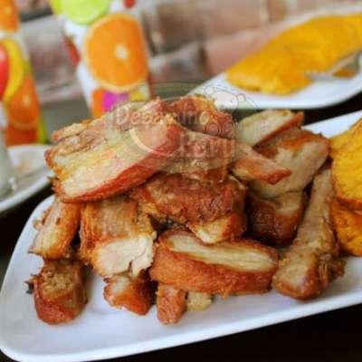 Gourmet con Turron de Doña Pepa - Codigo:PPP08 - Detalles: Detalle compuesto por un  cesta de mimbre incluyendo jugo de frutas,  sándwich de lomito ahumado, ensalada de frutas y un exquisito turrón de doña pepa de 40g. - - Para mayores informes llamenos al Telf: 225-5120 o 4760-753.