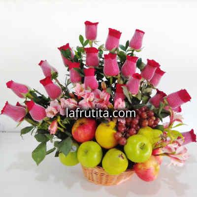 Arreglo de Rosas y Frutas Nro 3 - Codigo:QFA03 - Detalles: Espectacular arreglo Frutal a base de 24 rosas importadas de tallo largo y follaje de estaci�n. Incluye frutas: 3 manzanas verdes, 2 peras, 3 manzanas rojas, 2 naranjas, 2 racimos de uvas, Este producto debe solicitarse con 24 horas de anticipaci�n como m�nimo o consultar previamente con nuestro call center.  - - Para mayores informes llamenos al Telf: 225-5120 o 4760-753.
