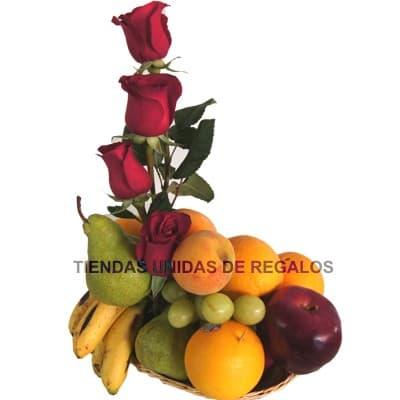 Arreglo de Rosas y Frutas Nro 4 - Codigo:QFA04 - Detalles: Espectacular arreglo Frutal a base de 2 girasoles importadas de tallo largo y follaje de estaci�n. Incluye frutas: 2 manzanas verdes, 2 peras, 2 manzanas rojas, 4 naranjas, 1 racimo de uvas, Este producto debe solicitarse con 24 horas de anticipaci�n como m�nimo o consultar previamente con nuestro call center.  - - Para mayores informes llamenos al Telf: 225-5120 o 4760-753.