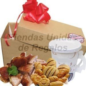 Deliregalos.com - Mama Criolla 10! - Codigo:DMA08 - Detalles: Caja de regalo conteniendo, deliciosa porcion de chicharon de 250g, porcion de panecillos, Escencia de cafe pasado en taza de papel . Incluye tarjeta de dedicatoria.     - - Para mayores informes llamenos al Telf: 225-5120 o 476-0753.