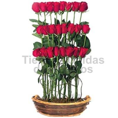 Lafrutita.com - Arreglo Rosas 3 Niveles - Codigo:SET05 - Detalles: Elegante arreglo floral compuesto por 24 rosas importadas en 3 niveles. El presente viene en una canasta de mimbre e incluye flores y follaje de estaci�n.  - - Para mayores informes llamenos al Telf: 225-5120 o 476-0753.