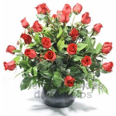Lafrutita.com - Arreglo de 22 Rosas en Cer�mica - Codigo:SET08 - Detalles: Elegante arreglo floral compuesto por 22 rosas importadas seg�n disposici�n de foto. El presente viene en una base cer�mica e incluye flores y follaje de estaci�n. - - Para mayores informes llamenos al Telf: 225-5120 o 476-0753.