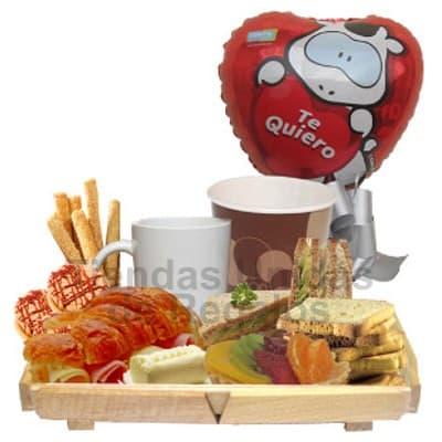 Lafrutita.com - Desayuno Secretaria 03 - Codigo:SET17 - Detalles: Elegante bandeja de pino conteniendo: S�ndwich de lomito ahumado, palitos de ajonjol�, taza de cer�mica, jugo de frutas, triple de jam�n, huevo y jam�n. Tostaditas gourmet, tartaleta de frutas, servilleta, juego de cubiertos de acr�lico y tarjeta de dedicatoria,  El presente incluye un globo met�lico de 20cm con mensaje Te quiero.  - - Para mayores informes llamenos al Telf: 225-5120 o 476-0753.