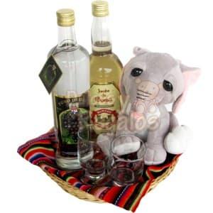 Pack Peruano 03 - Codigo:SLC03 - Detalles: Exclusiva cesta de mimbre decorada con un mantel de estilo peruano.  El regalo incluye una botella de 750ml de Pisco Queirolo y una botella de Jarabe de Goma, dos elegantes copas para pisco y un peluche de 17cm referencial y según el stock. El presente incluye una tarjeta de dedicatoria.  - - Para mayores informes llamenos al Telf: 225-5120 o 4760-753.