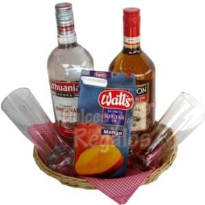 Pack para El 06 - Codigo:SLC06 - Detalles: Delicioso Vodka Lithuanian importado de 750ml, Botella de Ron Appleton de 1litro, Jugo de Mango para disfrutar tus licores,  Dos elegantes vasos cristar, el presente viene en una cesta de mimbre y sobre un individual de tela, incluye tarjeta de dedicatoria.  - - Para mayores informes llamenos al Telf: 225-5120 o 4760-753.