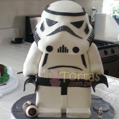 Torta Star Wars - Codigo:ENP23 - Detalles: keke ingles bañado con manjar blanco y torrado con masa elatica, diseño segun imagen. Tamño: 20cm x 10cm de la base y 40cm de alto - - Para mayores informes llamenos al Telf: 225-5120 o 4760-753.
