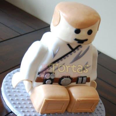 Deliregalos.com - Torta Luke SkyWalker - Codigo:STW16 - Detalles: keke De Vainilla ba�ado con manjar blanco y torrado con masa elatica, dise�o segun imagen. Tam�o: 15cm x 15cm de base y 40cm de altura - - Para mayores informes llamenos al Telf: 225-5120 o 476-0753.