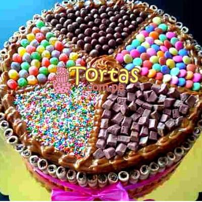 Torta Candy 03 - Codigo:TAA03 - Detalles: Espectacular torta a base de keke ingles bañado con manjar . Contiene dulces segun imagen bastones dulces a los costados y caramelos surtidos en la parte superior. Tamaño de la torta: 25cm de diametro  - - Para mayores informes llamenos al Telf: 225-5120 o 4760-753.