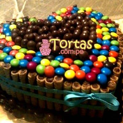 Torta Candy Corazon - Codigo:TAA08 - Detalles: Espectacular torta a base de keke ingles bañado con manjar . Contiene dulces segun imagen bastones dulces a los costados y caramelos surtidos en la parte superior. Tamaño de la torta: 20cm de largo en forma de corazon  - - Para mayores informes llamenos al Telf: 225-5120 o 4760-753.