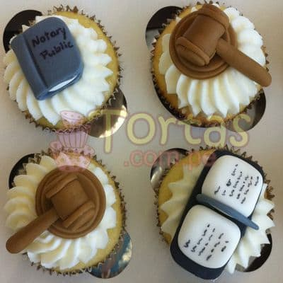 Tortas.com.pe - Cupcakes 05 - Codigo:TAG05 - Detalles: Cuatro Deliciosos cupcakes de vainilla decorados en masa el�stica.  - - Para mayores informes llamenos al Telf: 225-5120 o 476-0753.