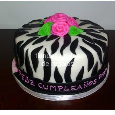 Torta Animal Print 10 - Codigo:TAP10 - Detalles: Deliciosa torta de keke ingles, bañado con manjar blanco y forrado con masa elástica. La medida es de 25cm de diametro. Rinde aproximadamente 25 porciones. - - Para mayores informes llamenos al Telf: 225-5120 o 4760-753.