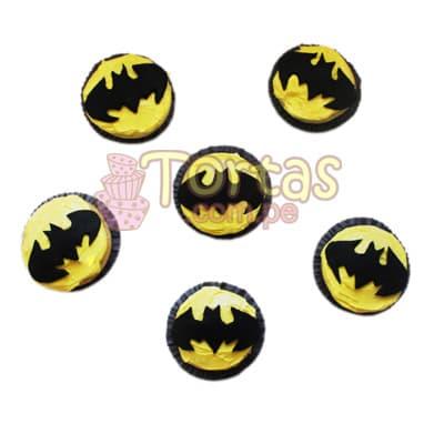 Muffins Batman 03 - Codigo:TBA03 - Detalles: Media docena de Muffins de vainilla decorados en azucar según imagenes. El presente incluye tarjeta de dedicatoria. - - Para mayores informes llamenos al Telf: 225-5120 o 4760-753.