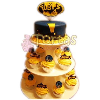 Torta deluxe Batman 04 - Codigo:TBA04 - Detalles: Deliciosa torta a base de queque ingles rellena de manjar blanco y decorada en masa elástica. Medidas: torta superior 15cm de diametro, 16 muffins decorados segun imagen. Incluye base de tres pisos. Incluye Logo batman en el cuarto piso con nombre de niño de hasta 5 letras.  El presente incluye tarjeta de dedicatoria. - - Para mayores informes llamenos al Telf: 225-5120 o 4760-753.