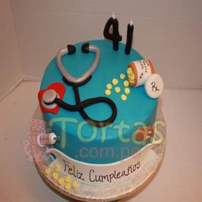 Torta Doctor 3 - Codigo:TDC03 - Detalles: Torta hecha a base de queque ingles, relleno de fruta confitada, pasas, bañado en manjar blanco, forrado y decorado en masa elástica. De las medidas 15cm. De diametro.  - - Para mayores informes llamenos al Telf: 225-5120 o 4760-753.