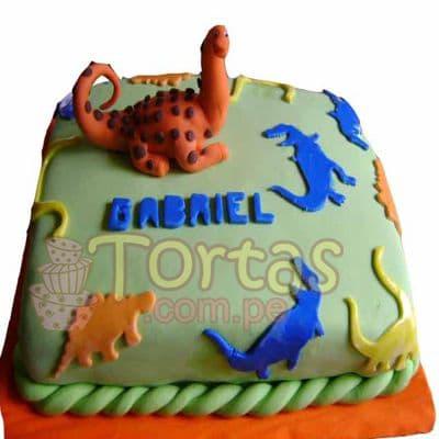 Torta Dinosaurio 01 - Codigo:TDN01 - Detalles: Torta de queque ingles relleno de fruta confitada, pasas, bañado en manjar blanco, forrado y decorado en masa elastica. Las medidas 20X20.Rinde aproximadamente 20 porciones. Incluye Dinosaurio en azucar. Base en papel aluminio.  - - Para mayores informes llamenos al Telf: 225-5120 o 4760-753.