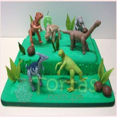 Deliregalos.com - Torta Dinosaurio 04 - Codigo:TDN04 - Detalles: Torta de queque ingles relleno de fruta confitada, pasas, ba�ado en manjar blanco, forrado y decorado en masa elastica. Las medidas 25x25cm .incluye Dinosaurio de jebe. INCLUYE BASE FORRADA  - - Para mayores informes llamenos al Telf: 225-5120 o 476-0753.