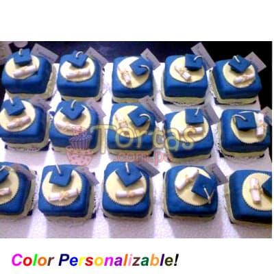 Diloconrosas.com - 15 Tortas Graduacion - Codigo:TGR12 - Detalles: Keke De Vainilla ba�ado con manjar blanco y forrado con masa el�stica. Incluye decoraci�n haciendo referencia a la imagen. Los colores son cambiados a solicitud del cliente. Medidas: 10x10cm Cada torta viene en papel celofan individual. Cantidad: 15 unidades Incluye Birrete forrado en az�car y diploma  - - Para mayores informes llamenos al Telf: 225-5120 o 476-0753.