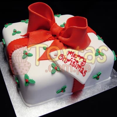 Torta Regalo Navidad 02 - Codigo:TNA02 - Detalles: Keke ingles bañado con manjar blanco y forrado con masa elastica segun imagen. Tamaño: 25cm x 25cm. Incluye moño   - - Para mayores informes llamenos al Telf: 225-5120 o 4760-753.
