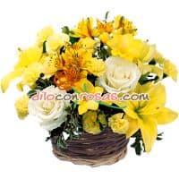 Arreglo de Rosas y Flores Amarillas.