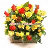 Arreglo amor 10 - Codigo:VAT10 - Detalles: Espectacular Arreglo Conformado por 10 imponentes Rosas Importadas de color rojo, 10 rosas amarillas, astromelias en tonos amarillos, iris y margaritas.  El arreglo viene en una fina base de ceramica cubierta con un delicado papel de ceda y adornada por una soguilla rustica.  - - Para mayores informes llamenos al Telf: 225-5120 o 4760-753.