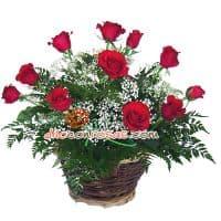 Arreglo Gala con 11 Rosas - Codigo:VAT12 - Detalles: Arreglo compuesto por 11 finas Rosas importadas follaje y flores de estacion.  El arreglo viene en una fina base de ceramica cubierta con un delicado papel de ceda y adornada por una soguilla rustica. El arreglo tiene una altura de 50cm. y viene con una elegante tarjeta de dedicatoria. - - Para mayores informes llamenos al Telf: 225-5120 o 4760-753.