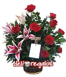 Rosas y Liliums en tonos rojos - Codigo:VLN16 - Detalles: Hermosa cesta con 9 rosas importadas y 6 imponentes liriums jaspeados con follaje de estaci�n. - - Para mayores informes llamenos al Telf: 225-5120 o 4760-753.