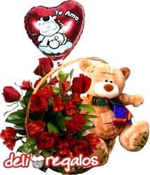 Canasta Amore - Codigo:VLN21 - Detalles: Canasta de mimbre con 5 rosas rojas importadas y astroemelias en tonos rojizos acompa�ado del tierno osito Nico de 25 cm. Incluye de cortes�a un globo de Te Amo. - - Para mayores informes llamenos al Telf: 225-5120 o 4760-753.