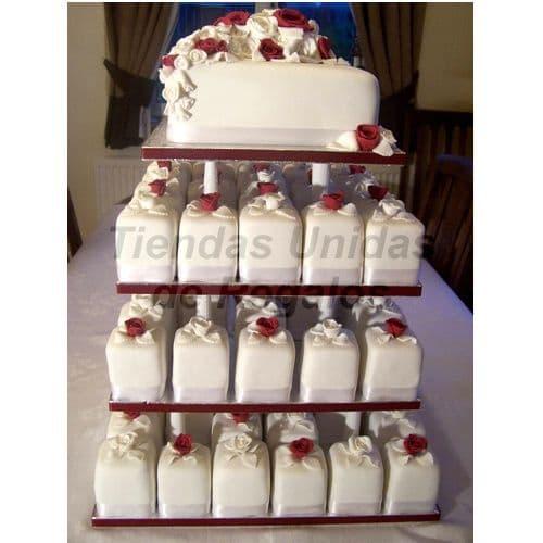 I-quiero.com - TORTA MUFFIN 04 - Codigo:WAM04 - Detalles: Torta de cuatro pisos a base de mini-tortas. Compuesto por 68 mini-tortas, cubiertos  y decorados en masa el�stica y una torta, de queque De Vainilla, de 15x15 cm. - - Para mayores informes llamenos al Telf: 225-5120 o 476-0753.
